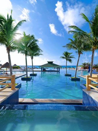 Iberostar-Cancun-pool