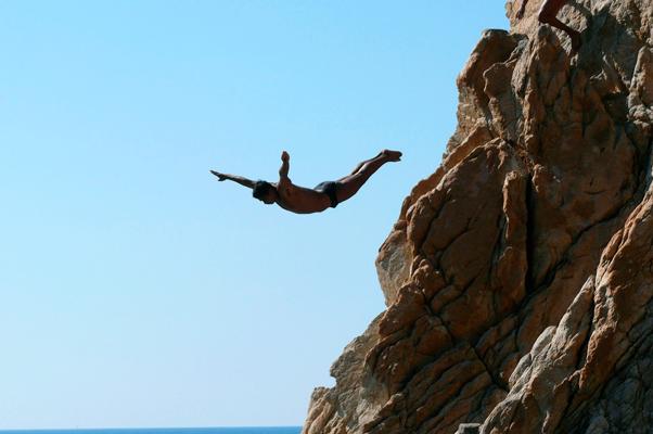 cliff-diver-acapulco-mx