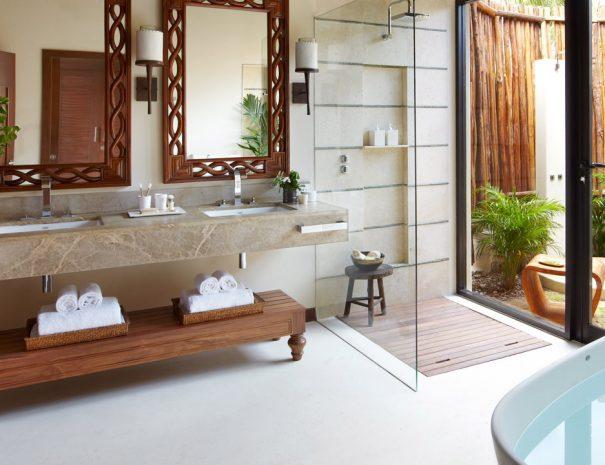 vrm-oceanfront-bathroom-1280x720