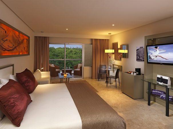 11ParadisusPlayaDelCarmen_LaEsmeralda-Luxury_Suite-Garden_View