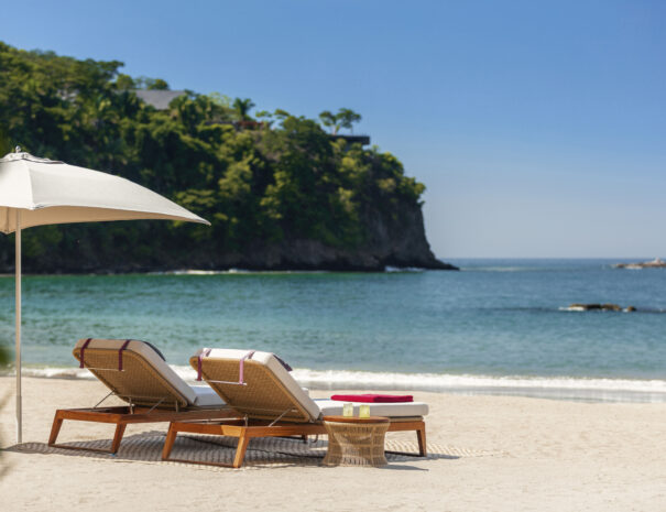 One&Only_Mandarina_Resort_Jetty_BeachClub_Sunbeds_Ocean_Detail_3514_MASTER